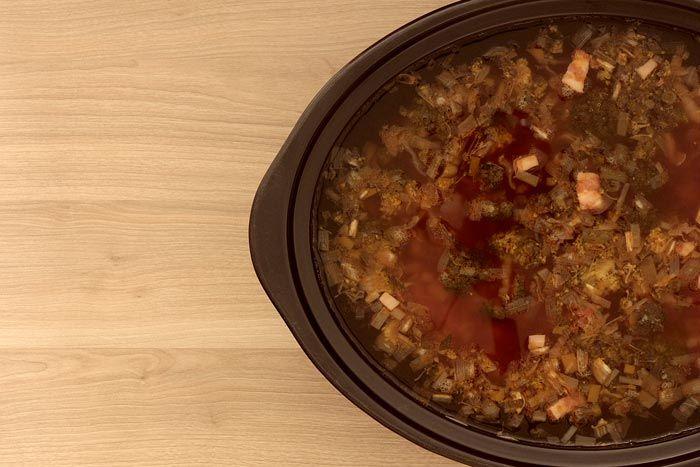Cómo hacer sopa minestrone en Crock Pot o slow cooker. Receta paso a paso. Descubre más recetas de sopas en olla de cocción lenta.