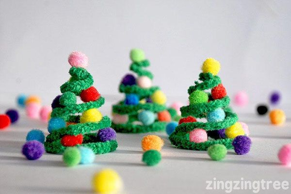 Adorable Pipe Cleaner Christmas Trees Kids Craft |Featured with 33+ Handmade Christmas Ornaments to Make with Your Kids! {OneCreativeMommy.com}