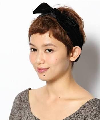 ヘアバンドでベリーショートにかわいさをプラス☆ ジムに行く時のヘアスタイル 髪型・アレンジ・カットの参考に♪