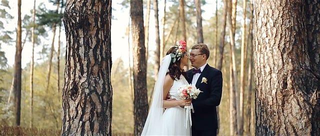 Красивая, уютная свадьба в лесной роще Максима и Анастасии с обилием прекрасных композиций и настоящими чувствами. Классика, которая останется вне времени.  Видеосъемка премиум класса от студии – WWW.MAKSVEL.COM | exclusive wedding stories