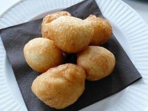 Glutenvrije oliebollen (kokosolie-eieren-amandelmelk-boekweitmeel-rijstmeel-droge gist-appelcider azijn-palmsuiker-kaneel-zout)