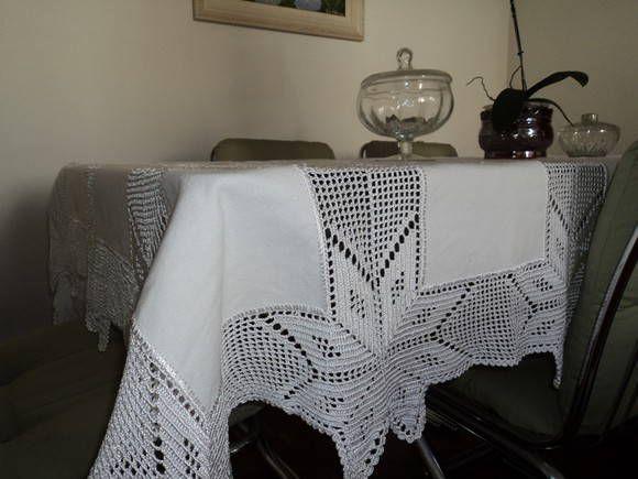 Toalha de mesa em croche com fio de algodão e tecido (canhamo). Havera mudanda de preço se a peça for maior ou menor ao tamanho informado.