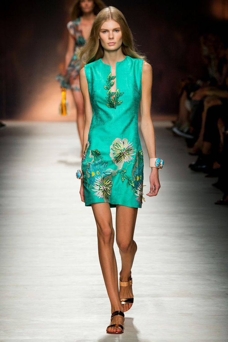 6d6bdf95441ec blumarine transparan elbiseler   Embroidery   Pinterest   Embroidery and  Spring.