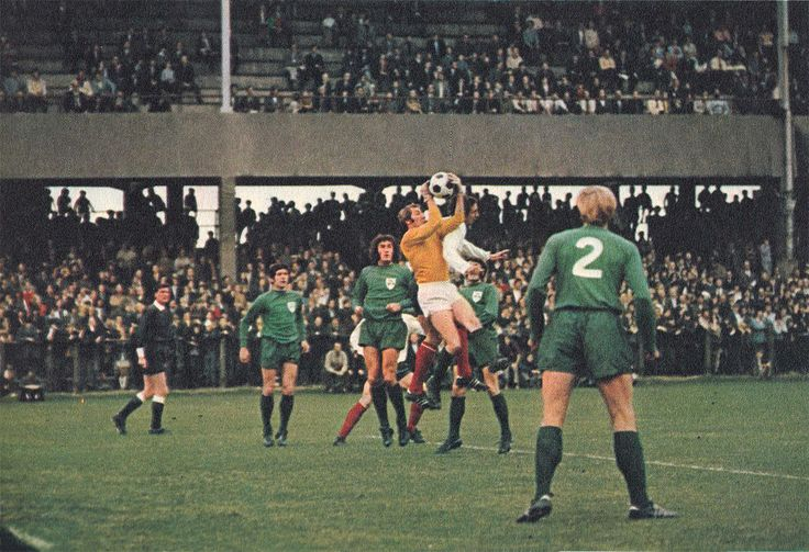 22nd September 1971. Arsenal centre forward John Radford playing for the Football League challenging League of Ireland goalkeeper Peter Thomas, at Lansdowne Road, Dublin.