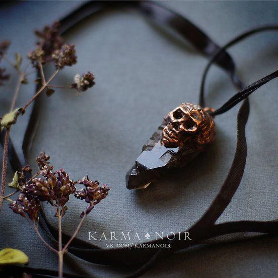 #бохо #gipsy #bohochic #darkboho #witch #witchy #fantasy #handmade    Кулон с криссталлом череп  кварц лунный камень  от KarmaNoire