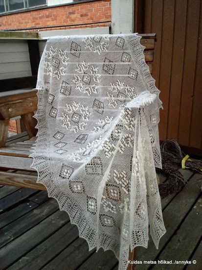 Traditional Estonian lace shawl, natural white.  Yarn: 100% wool Measurements: 68 x 200cm Weight: approx. 116g.  The waiting time is 2-4 weeks