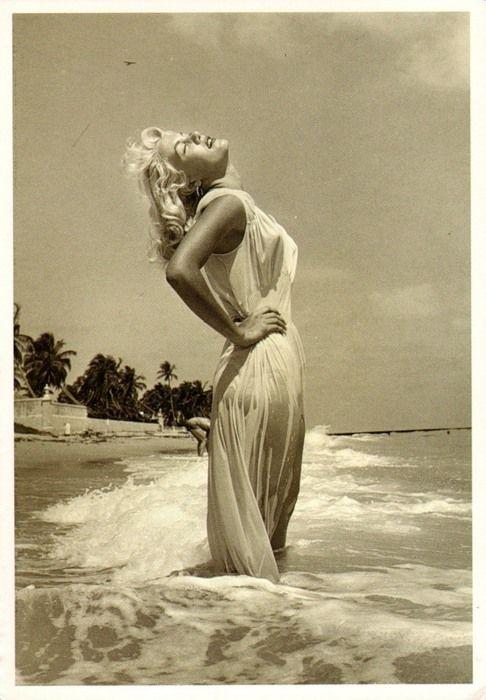 MarilynSummer Dresses, Beach Waves, Marilyn Monroe, Take Pictures, Beach Poses, The Ocean, Marilynmonroe, Tropical Beach, Beach Life