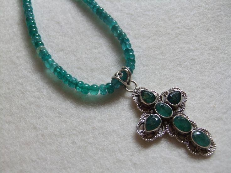 Grüner Onyx mit Smaragd Kreuz, perfekt zum Dirndl von DIE-KETTENMANUFAKTUR auf DaWanda.com