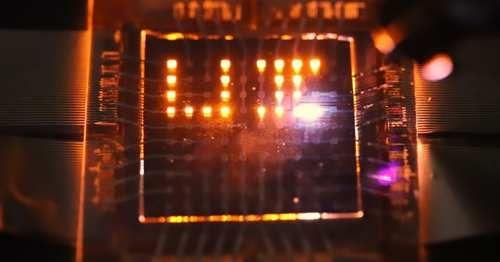 Tecnologia: #LED che #ricaricano lo smartphone tramite luce ambientale (link: http://ift.tt/2l06BMM )