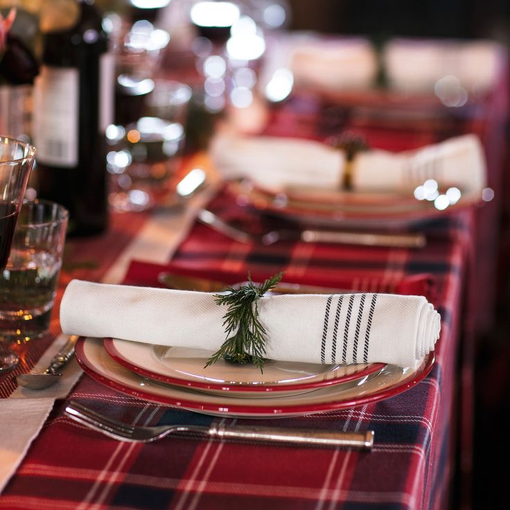 The Lexington napkin in 100% cotton features a contrasting stripe-design border, adding a touch of sophisticated elegance to your holiday table. Created in red and white colors that easily complement your festive table setting.
