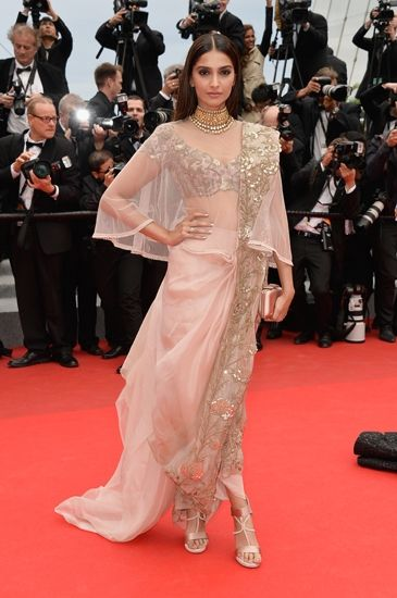 Sonam Kapoor wears Anamika Khanna couture to the Cannes red carpet. http://www.vogue.in/content/star-spotting-cannes-2014#6