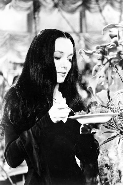 Morticia Addams (Carolyn Jones) La familia Addams