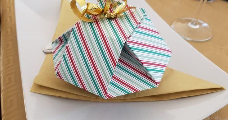 Bonjour, Voici la boite que mes convives ont pu découvrir sur la table de noël le 24 décembre au soir. Cette boite de forme particulière ...