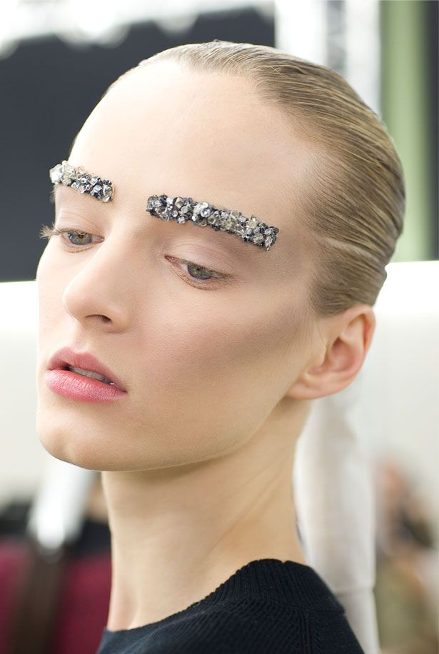 Will you be trying the gorgeous Chanel Autumn/Winter 12 catwalk make-up?