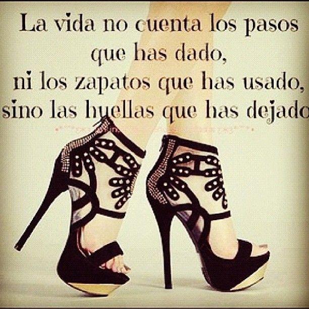 La vida no cuenta los pasos que has dado, ni los zapatos que has usado, sino las huellas que has dejado. #spanish #quote