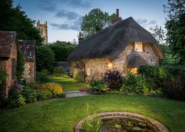 This 17th century beautiful rental is hidden away in Wiltshire, England and is simply oozing woodland charm.