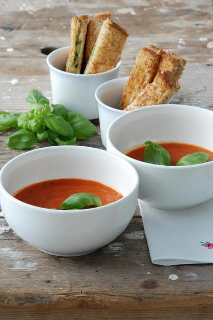 Tomatensuppe + Kräuter-Käse-Toast