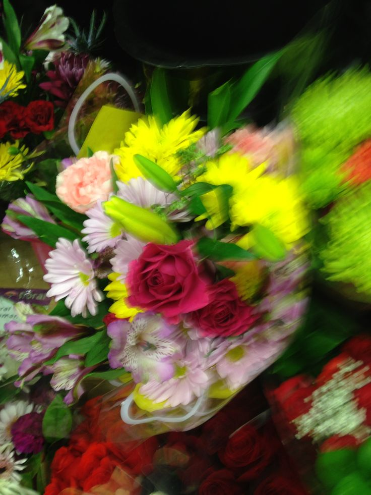 Grocery Store Wedding Flowers Flowers At The Grocery Store Like The Colors And Gives Me Some Visual