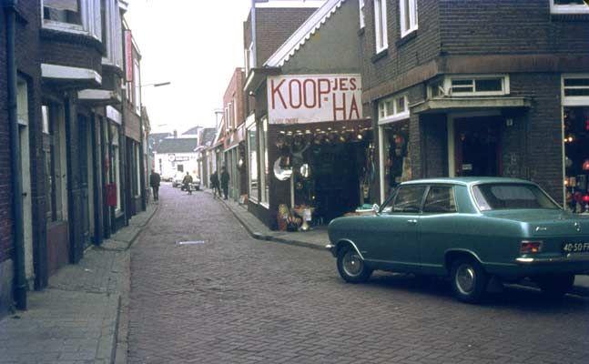 Almelo, Tuinstraat, gezien vanaf de Holtjesstraat.