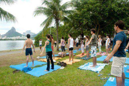 Aterro do Flamengo recebe aula de yoga 0800 #timbeta #sdv #betaajudabeta