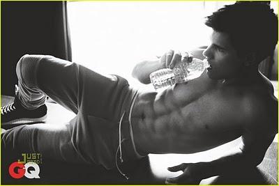 Taylor Lautner...shirtless!