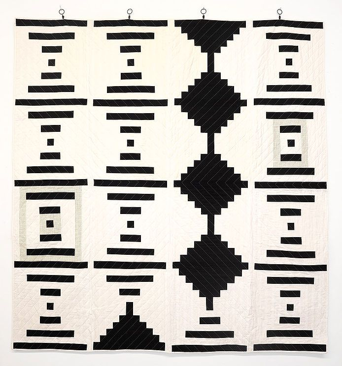black-and-white-courthouse-steps-quilt