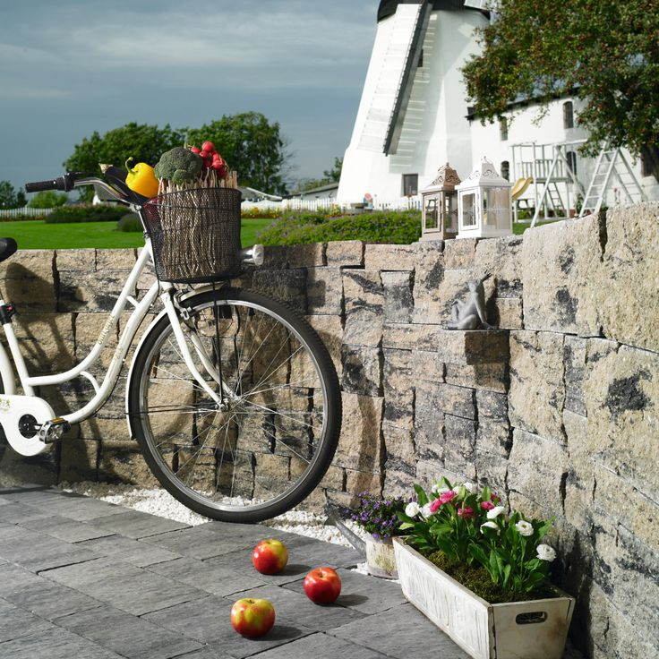 wall, bicykle, windmill (at the background), summer,   fot. Pozbruk