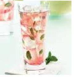 Mojitode zonder alcohol; 10 blaadjes munt, 4 scheppen, crushed ice (een paar ijsklontjes is ook goed) ongeveer een halve beker cranberrysap,    een halve limoen, 3 à 4 theelepeltjes suiker,   ongeveer een kwart beker seven up (spa rood), 2 rietjes