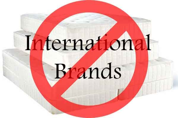"""Dalam kehidupan sehari-hari, kita sering dibombardir segala macam iklandari ribuan merk. Produk-produk seperti elektronik, pakaian, jam tangan,shampoo sampai makanan ditawarkan dan dikemas dengan """"merk"""" yang cobamencari posisi di alam tak sadar kita, sehingga apabila kebutuhan konsumsiterhadap barang tertentu muncul, langsung terpikir merk tertentu, atauistilah marketing """"top of the mind"""". Dalam waktu jangka pajang akanterbentuk semacam"""