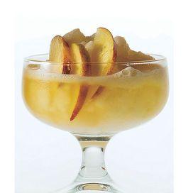Pink Sunset: il cocktail per l'equilibrio salino  81 calorie - 4% grado alcolico  2 cl di succo di pesca 3 cl di succo di pompelmo 2 cl di smoothie ai frutti esotici 1 cl di smoothie alla pesca 1 cl di liquore di vaniglia 1 cl di vodka alla fragola.  Pesca e pompelmo sono i frutti con la più alta percentuale di acqua. Così metabolizzi meglio l'alcol e mantieni l'equilibrio salino dell'organismo. Il latte degli smoothie rallenta l'assorbimento alcolico.  Come si fa: frulla gli ingredienti nel…