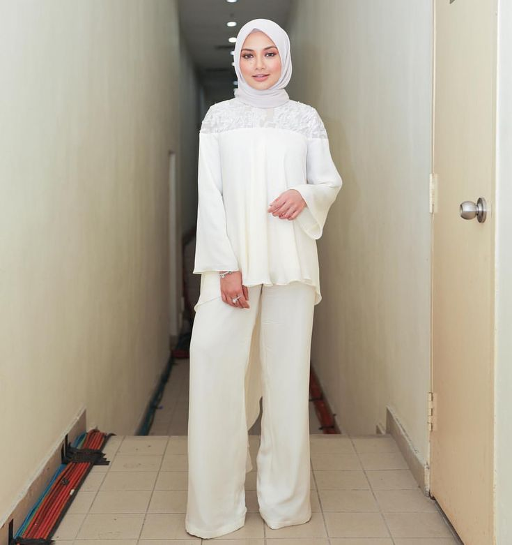 """43.9k Likes, 245 Comments - Noor Neelofa Mohd Noor (@neelofa) on Instagram: """"Surround yourself with smiles, they will never let you down  . Essential combo, tail embellished…"""""""