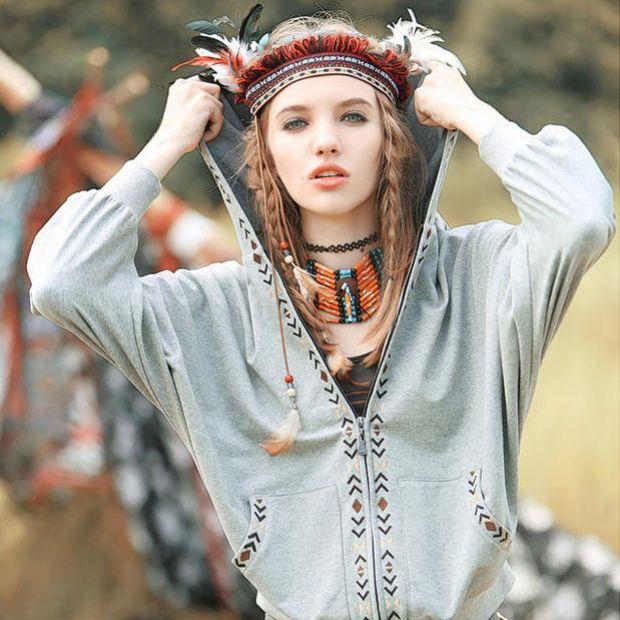 Украшения и аксессуары очень важны в создании бохо-образа. Шляпа с широкими полями - незаменимый атрибут фанатки стиля бохо. Бохо предполагает обилие колец с различными камнями: бирюзой, лунным камнем, ношение деревянных браслетов, браслетов в восточном стиле, фенечек, украшений с перьями. Различные повязки на голову, хайратники также актуальны для бохо-образа. ➡️bohomagic.ru #бохокупить #бохомагазин #бохошик #бохоодежда #одеждабохо #богемнаяодежда #необычнаяодежда #бохостиль #бохостайл…