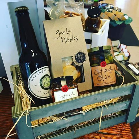 Beer Hamper! Perfect gift for dad. An easy snack pack for a Father's Day BBQ or an afternoon watching footy with Dad <3