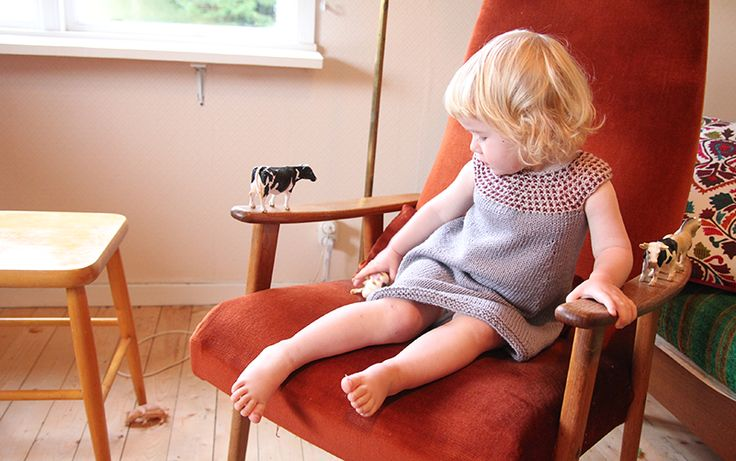 Impress dress - free knitting pattern - Pickles  use the finishing around the sleeves for the dress i am making for buggy now