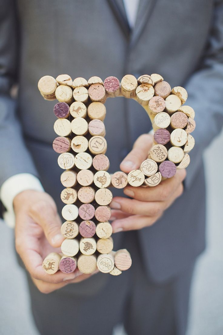 Love this DIY idea- make a monogram out of wine corks!  photo by Vitalic Photo