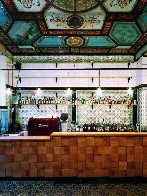 Reforma de um espaço antigo num bar Designer: Michael Gzesiak Fotógrafo: depot Fonte: design boom