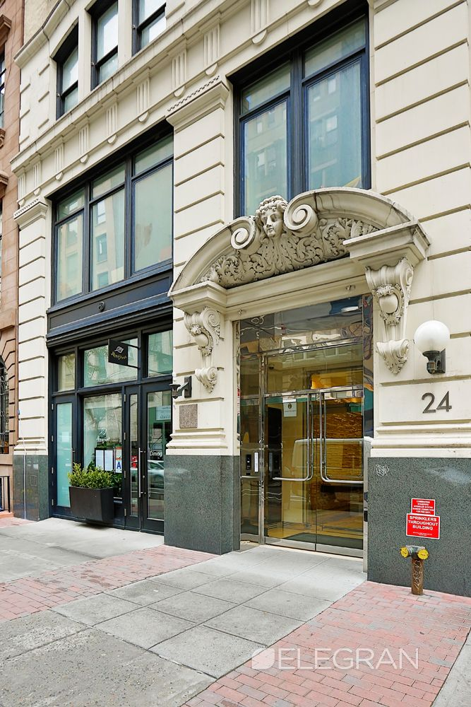 Infinity Flats At 24 East 21st Street Is An Intimate Flatiron Building That Features Just 8 Full Floor Condo Flatiron Building Manhattan Buildings Flatiron Nyc