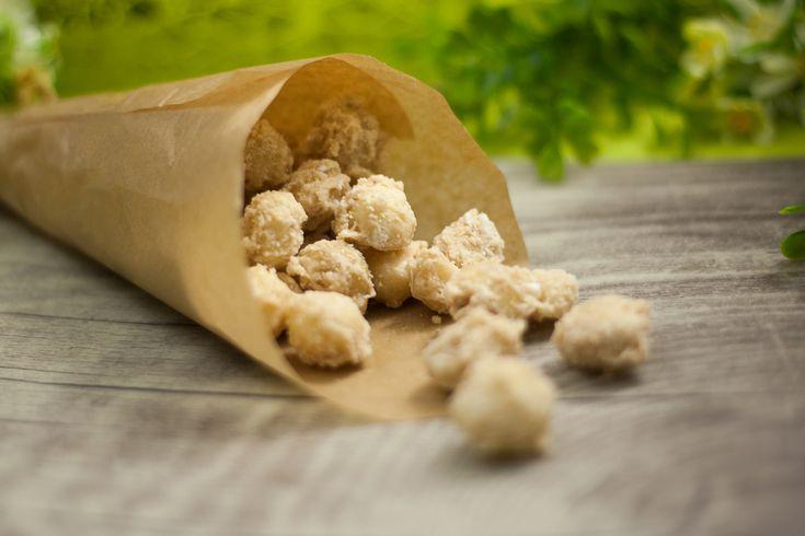 Gebrannte Mandeln waren gestern! Ab sofort knuspern wir süße Kokos-Macadamianüsse. :) Das Rezept findet ihr in Dianas Blog.