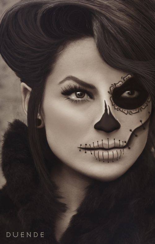 die besten 25 half sugar skull makeup ideen auf pinterest. Black Bedroom Furniture Sets. Home Design Ideas