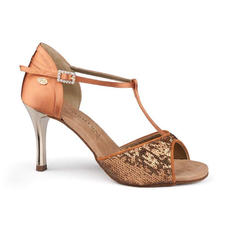 Latin dansesko fra PortDance. Elegant model PD600 Fashion i mørk bronze satin og metallic hæl. Superfed dansesko, findes hos Nordic Dance Shoes: http://www.nordicdanceshoes.dk/portdance-pd600-fashion-moerk-bronze-sequin-dansesko#utm_source=pin