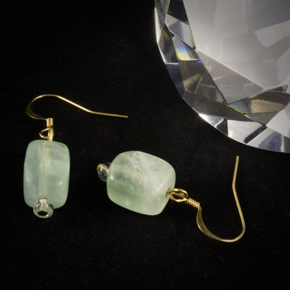 This lovely jade glass earrings are a wonderful addition to your earring collection. Cube shaped crystal green glass beads on gold french hooks. Simple yet beautiful! 991955EG