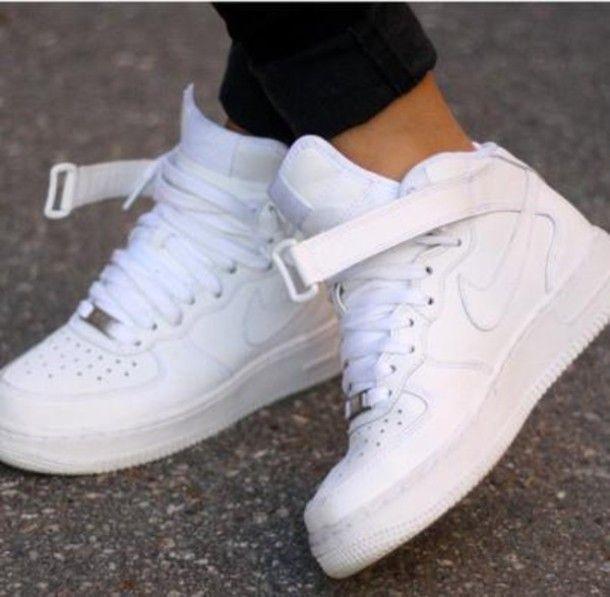 ac4f0362281e94 shoes nike sporty style white
