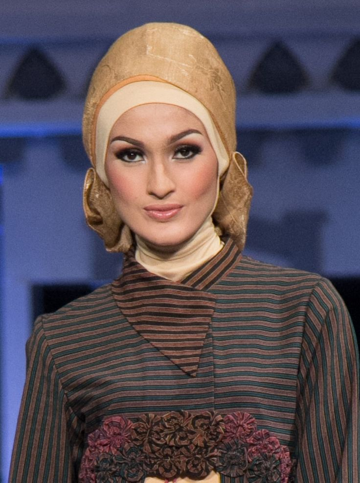 Simple hijab lurik by Astrid Ediati