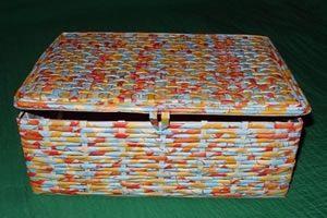 Caixa de sapato reciclada com tiras jornal
