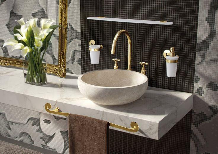 Série koupelnových doplňků SISSI nese stejné jméno jako slavná rakouská císařovna a vrací nás svým designem do této doby.   Díky těmto doplňkům se i Vy můžete alespoň na chvíli ocitnout v koupelně, která Vás vrátí do dob monarchů. Sérii nabízíme v povrchových úpravách chrom, bronz a zlato.