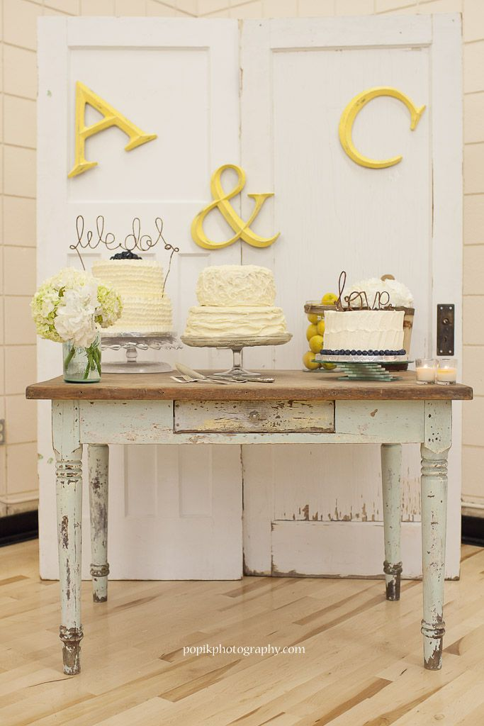 Beautiful wedding cakes on vintage wedding table