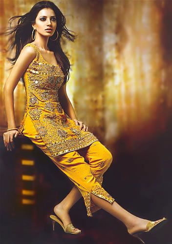 .love the kameez.. with patiala salwar it would look even more beautiful