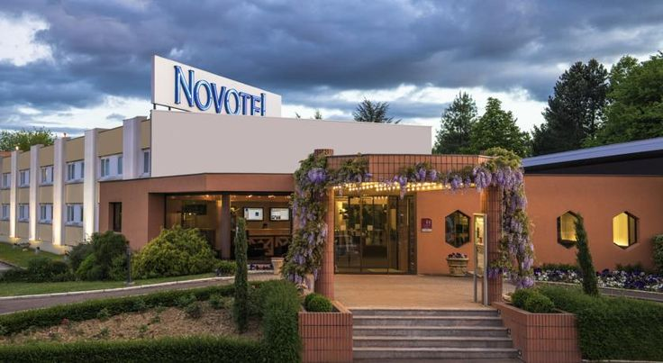 Novotel Macon Nord Mâcon Located a 12-minute drive from Macon, 1 hour from Lyon Airport and 1.5 hour by train from Paris, this Novotel features an outdoor swimming pool and a restaurant opening onto the terrace.