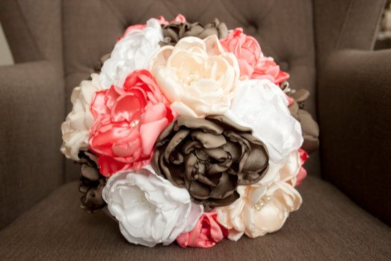 Hoi! Ik heb een geweldige listing op Etsy gevonden: https://www.etsy.com/nl/listing/279981812/boeket-stof-handgemaakt-bruiloft