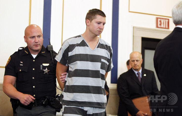 米オハイオ州シンシナティ Cincinnati の裁判所に出廷したシンシナティ大学の元警備担当警官、レイ・テンシング被告 Ray Tensing (2015年7月30日撮影、資料写真Files)。(c)AFP/Getty Images/Mark Lyons ▼24Jun2017AFP|交通違反取り締まりで黒人を射殺、陪審団二分で審理無効 http://www.afpbb.com/articles/-/3133305
